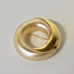 Vintage Napier Gorgeous Pearl Gold Circle Brooch